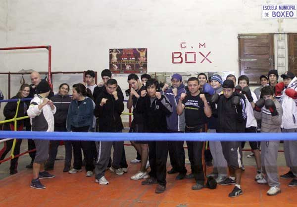 El boxeo entusiasma y suma púgiles