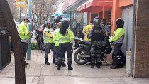 video: manejaba a contramano y agredio a inspectores de transito