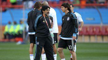 Maradona y Leo, antes de los toques.