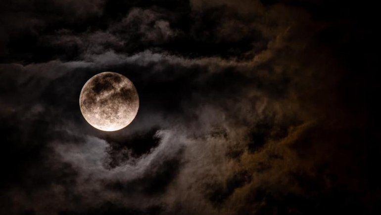 Sábado de luna llena: cómo influye en cada uno de los signos