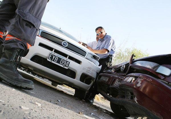 Una joven herida tras un choque entre dos autos