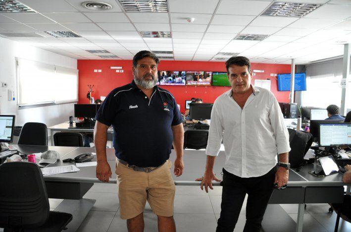 El presidente de Marabunta (camisa blanca)