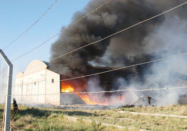 Se incendió un galpón en el parque industrial