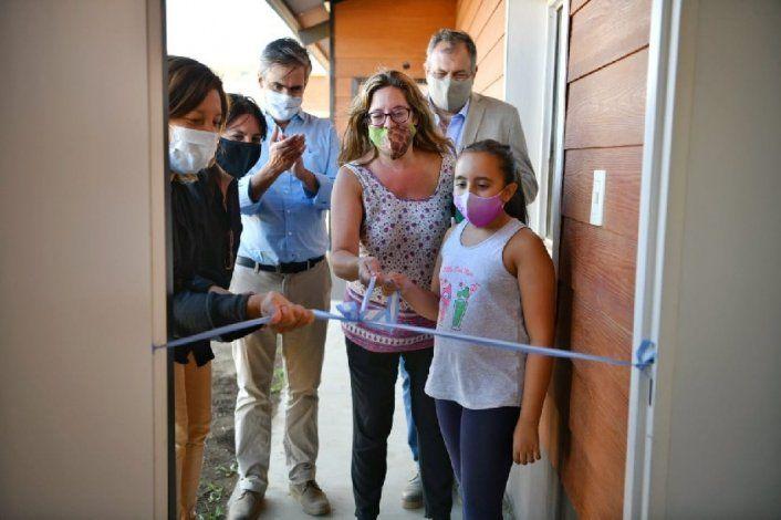 Carreras entregó 102 viviendas en Bariloche a nombre de mujeres