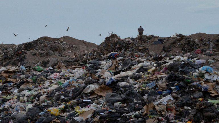El basural es visitado a diario por familias de barrios y asentamientos