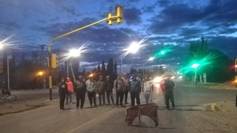 Desocupados cortan los accesos a Neuquén