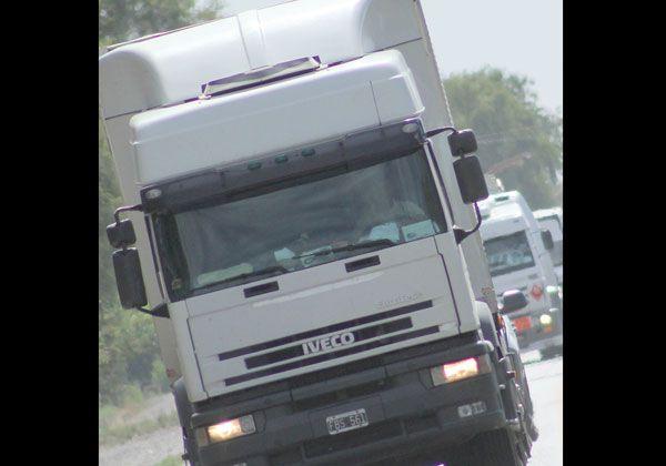 No podrán circular de camiones durante los fines de semana largos