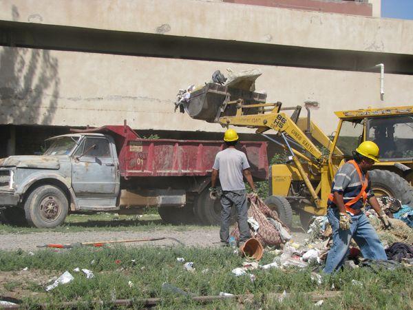 Municipalidad de Cinco Saltos realiza limpieza en los barrios