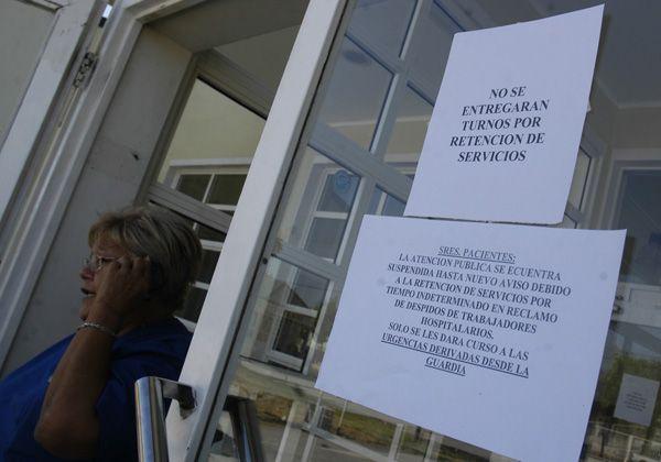 Protesta en el hospital de Cipolletti por cesantías