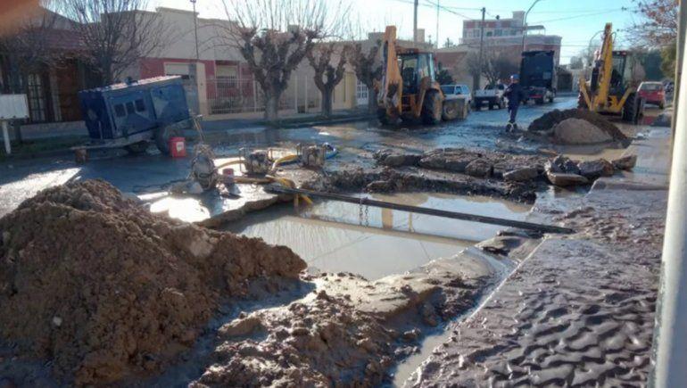 Sin agua ni clases en Roca por obras de reparación en un acueducto