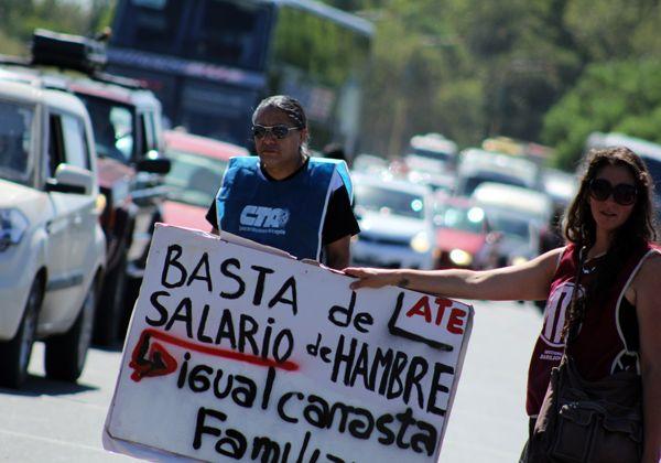 ATE y CTA realizaron una protesta en los puentes