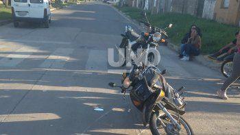 Un bebé viajaba con su madre en moto y murió