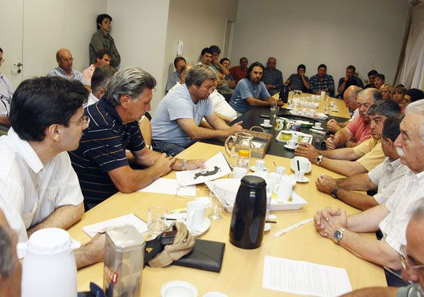 Provincia otorgará 30 millones de pesos para paliar la crisis del sector frutícola