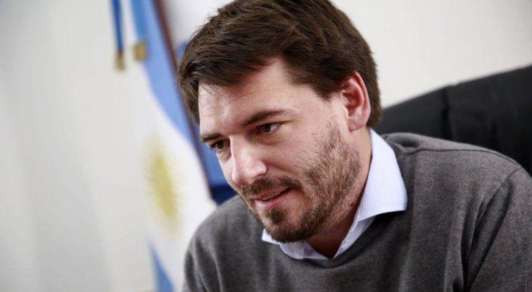 El ministro Buteler confirmó que tiene Covid