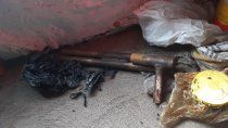 secuestraron una tumbera, cartuchos y marihuana en audaz allanamiento