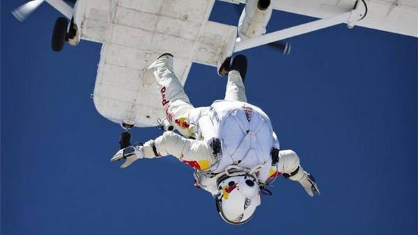 Un austriaco saltará desde la estratosfera para romper la barrera del sonido