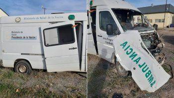 asi estan dos ambulancias fuera de servicio en plena pandemia