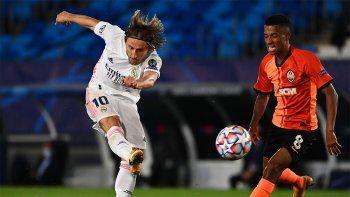 Champions: sorpresiva derrota del Real Madrid y sufrida goleada al Atlético