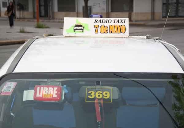 Un taxista fue encerrado en el baúl de su vehículo tras un frustrado asalto