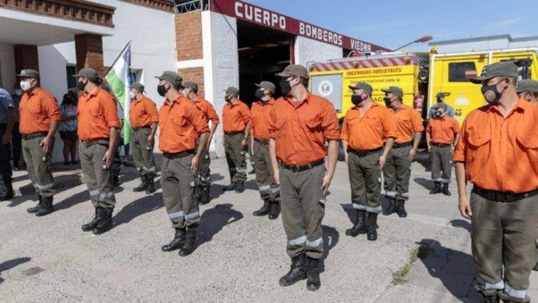 Emotivo homenaje a Bomberos de la Policía por su trabajo en el incendio de El Bolsón