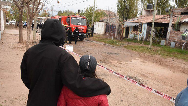 Tragedia en el oeste: dos adultos y una nena murieron calcinados al incendiarse una vivienda.