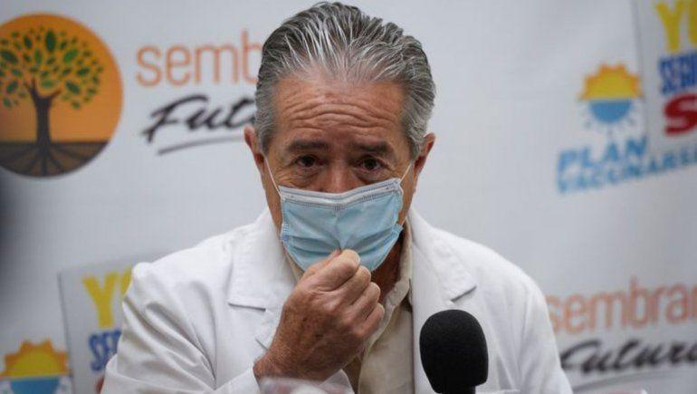 Renunció el ministro de Salud de Ecuador por privilegiar a su familia en la vacunación