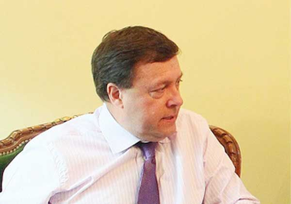 Weretilneck firma convenios en Cipolletti con el secretario de Empleo de la Nación