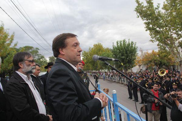 El gobernador presidió el acto por Malvinas en Cipolletti