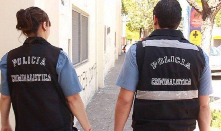Balearon la casa de un policía