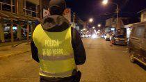 conductor borracho arrastro a una policia y escapo de un operativo