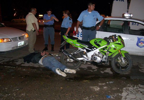 Detienen a una pareja de motociclistas