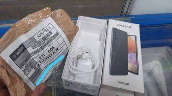 indignante: compro dos celulares y el paquete le llego vacio