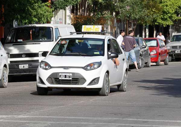 Taxistas impulsan una suba tarifaria para diciembre