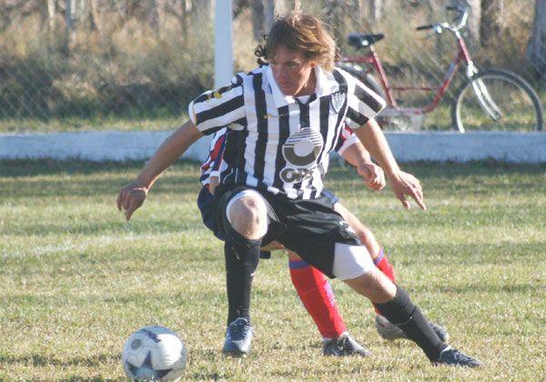 El Albinegro hizo fútbol y busca el mejor equipo
