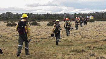 combatientes del splif colaboran en el incendio de corcovado