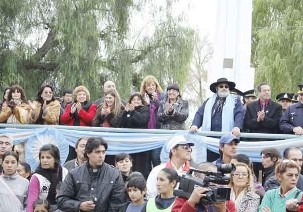 Una multitud de allenses celebró el 102º aniversario de la ciudad