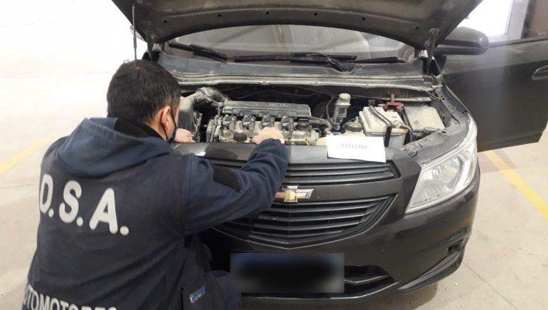 Fue a hacerle la revisión técnica al auto y descubrió que tenía pedido de secuestro