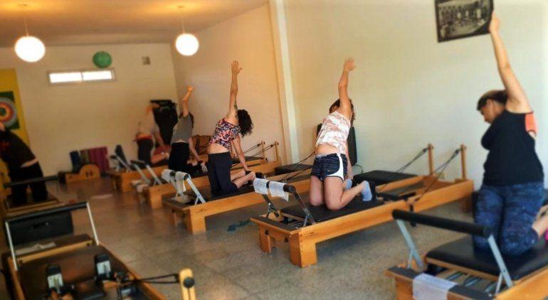 Centros de yoga y pilates: alumnos y profesores piden volver a clase