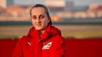 Maya Weug es la primera mujer piloto en sumarse a la Ferrari Drive Academy