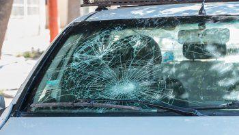 un militante de ate destrozo un patrullero de la policia