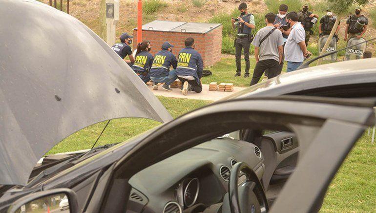 Interceptaron un auto cargado de droga en Puente 83