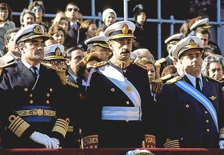 Indemnizarían a empleados estatales cesanteados durante la dictadura