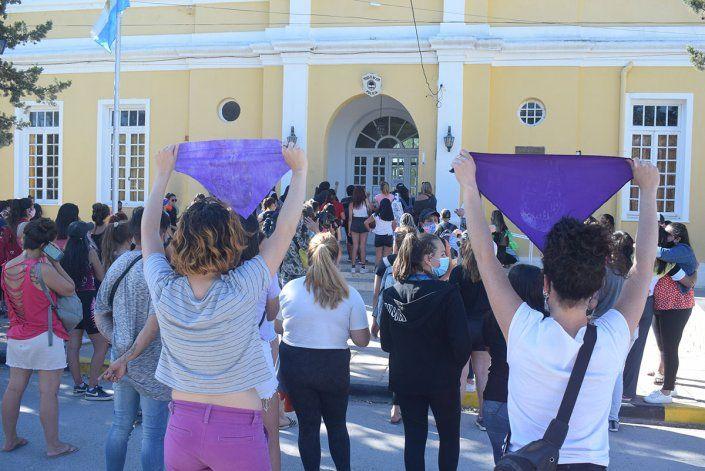 Las manifestantes frente a la Comisaría 10ma