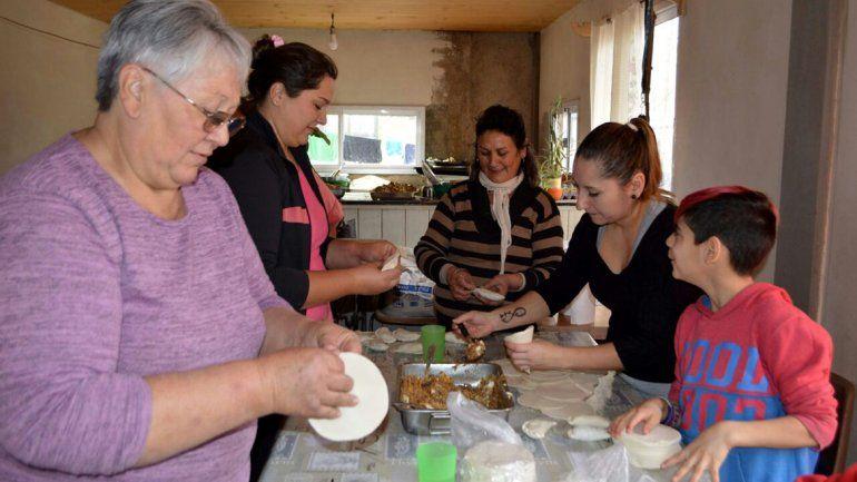 Organizadores y vecinos disfrutaron de unas exquisitas empanadas.