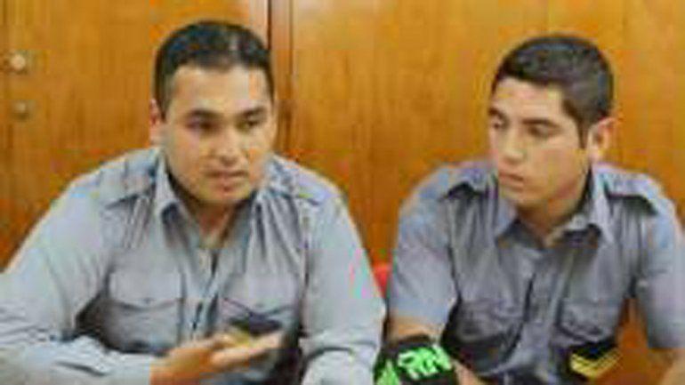 El cabo primero Esteban Lagos y al cabo Nicolás Cayupil salvaron la vida del bebé