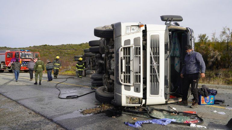 Camión ganadero volcó en cercanías de El Bolsón