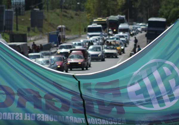 Gremios opositores llevan adelante el paro nacional