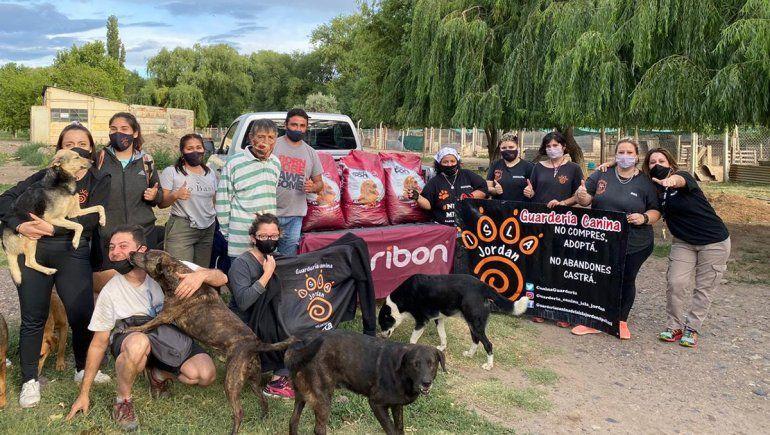 La guardería canina de la Isla Jordán recibió el premio de 600 kilos de alimento