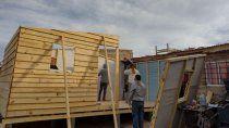 convocan a voluntarios para construir ocho casas de emergencia
