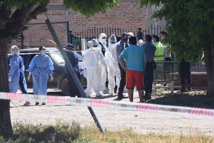 Peritos del Gabinete de Criminalística trabajaron en la escena del hecho.
